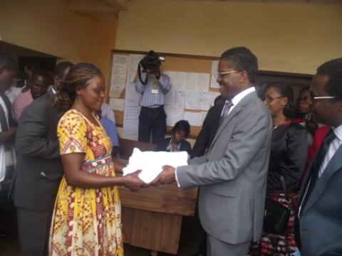 remise de milda au district de Nkolbisson par le Minsante