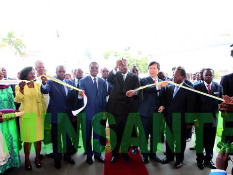 Cérémonie d'inauguration du  CURY par le PM. Coupure du ruban